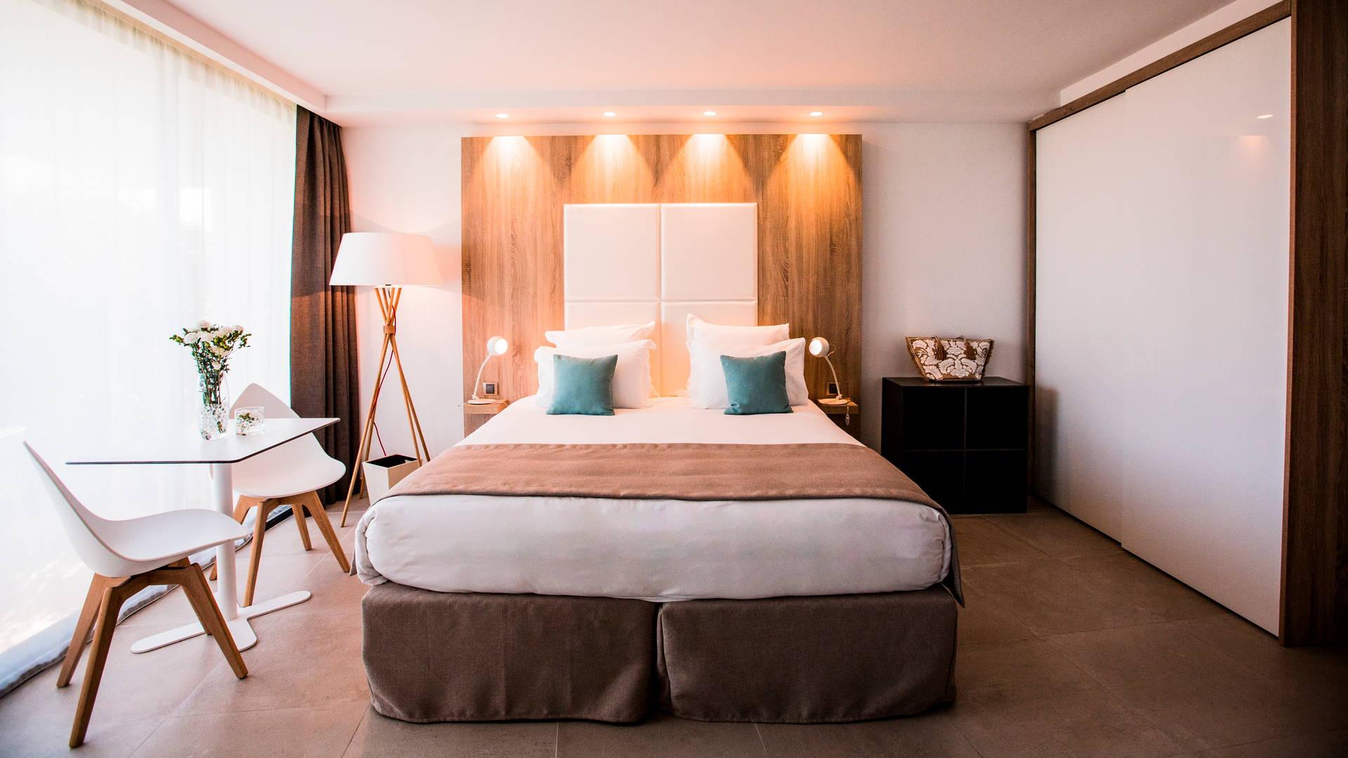 Chambre Classique Famille situé au rez-de-chaussé et adaptée aux personnes à mobilité réduite, Hôtel piscine bord de mer, Hôtel La Plage.