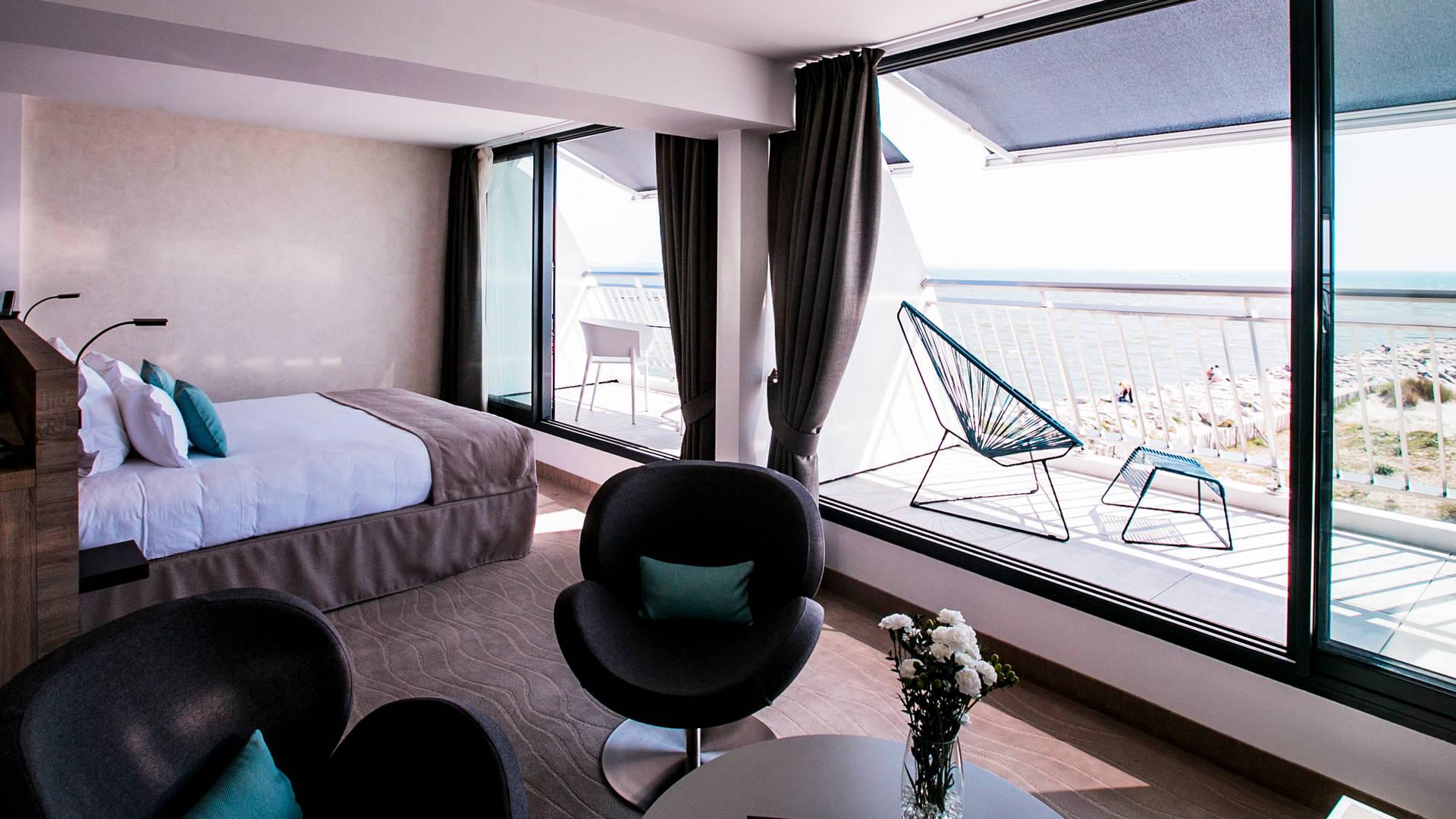 Suite Privilège avec deux balcons vue mer, hotel vue sur la mer, Hôtel La Plage.