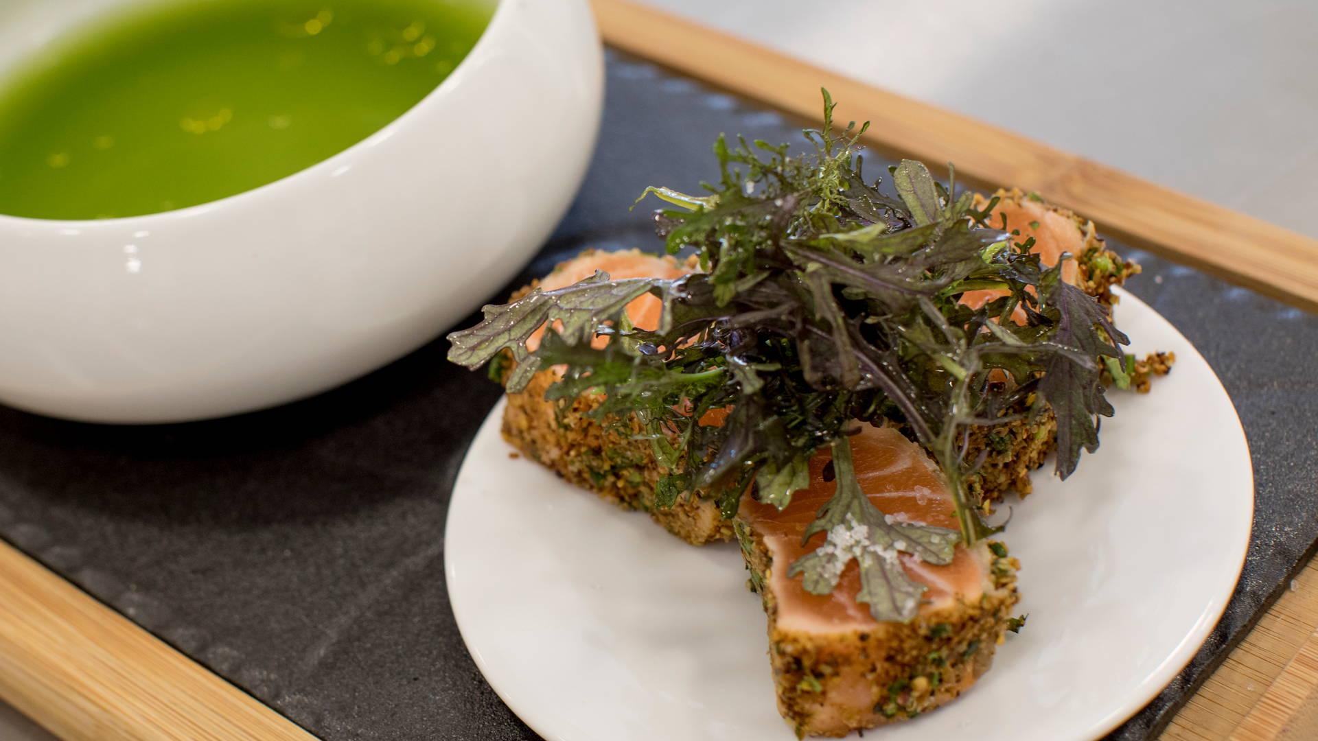 Soupe avec pavé de saumon et salade, hôtel restaurant la grande motte, Hôtel La Plage.